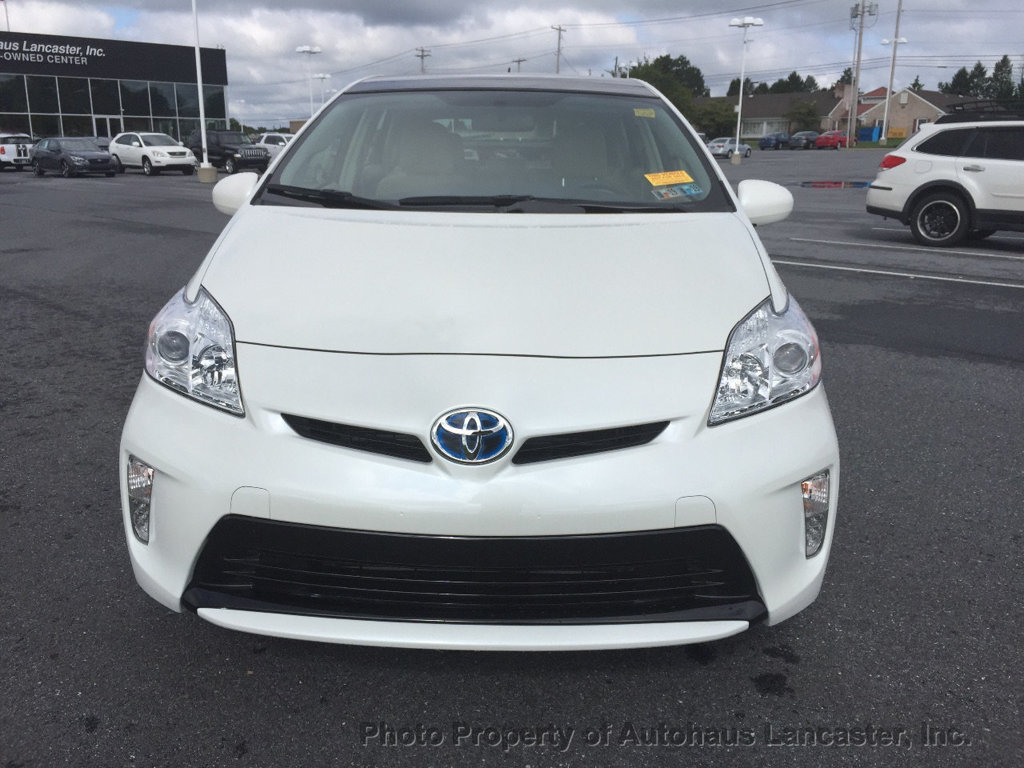 Pre-Owned 2015 Toyota Prius 5dr Hatchback Three