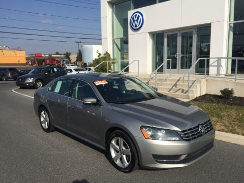 Pre-Owned 2013 Volkswagen Passat 4dr Sedan 2.0L DSG TDI SE w/Sunroof